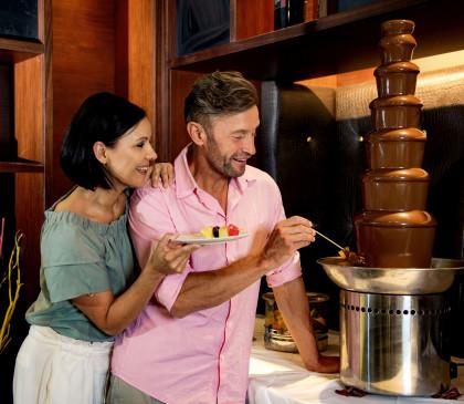 Linsberg Asia - leckere Früchte mit warmer Schokolade vom Schokobrunnen.