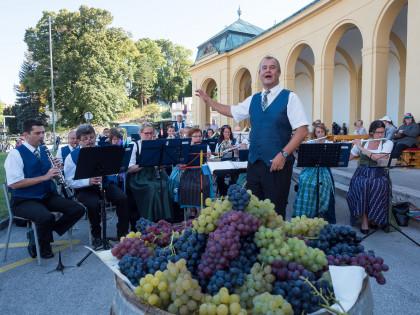 Die Traubenkonzerte vor dem Thermalbad - Genuss und Kultur bei freiem Eintritt!