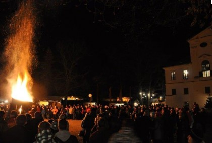 Feuershow bei Advent im Schloss Kirchstetten