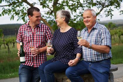 Familie Steinschaden öffnet in Schiltern ihren Heurigen.