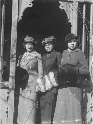 Drei unbekannte Frauen aus Krems