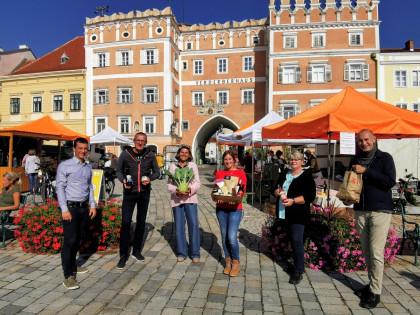 Die Veranstalter freuen sich über regen Besuch beim Genussmarkt