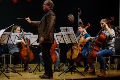 Schülerinnen und Schüler sowie Lehrerinnen und Lehrer der Regionalmusikschule Amstetten