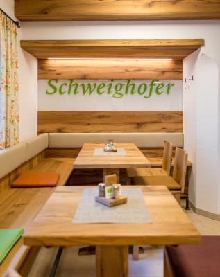Weingut und Gästezimmer Familie Schweighofer