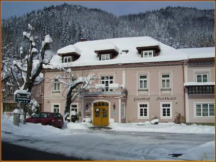 Winteransicht des Gasthofs Perthold