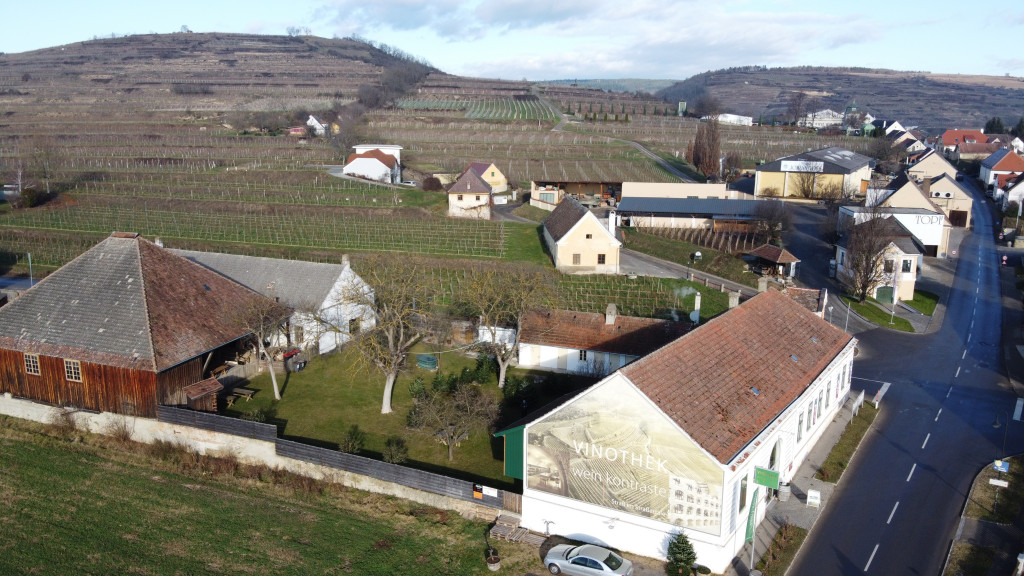 Poetry Slam mit Weinbegleitung in der Vinothek und Weinbar Weinkontraste