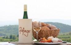 Schöne Aussicht, guter Wein, schmackhafte Jause...