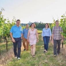 Familie Holzheu im Weingarten