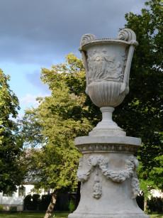 Zauner-Vasen Schlosspark