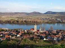 Im idyllischen Stein, einem Stadtteil von Krems, findet alljährlich das Weinfest statt.