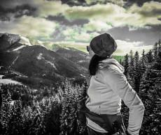 Christa mit Blick zum Göller