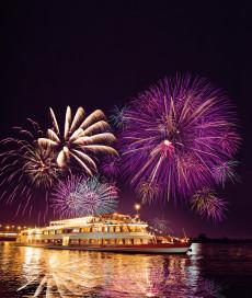 MS Admiral Tegetthoff mit Feuerwerk