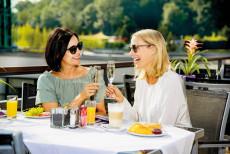 Linsberg Asia - leckeres Deluxe Frühstück auch auf der Terrasse