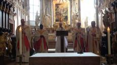Chorherren feiern Heilige Messe für Zuseher im Internet