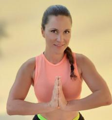 Kurstrainerin Tanja Haiden heißt jeden und jede im Schlosspark willkommen!