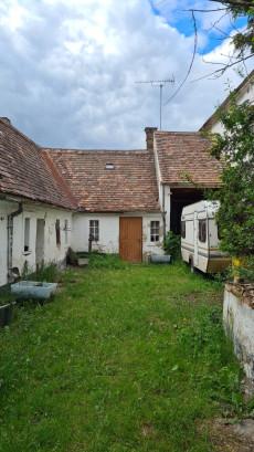 Der Innenhof des Lehmhauses Rohrendorf 48 in Rohrendorf an der Pulkau