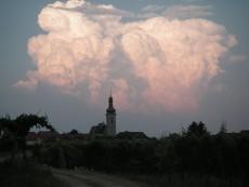 Blick auf die Pfarrkirche Loiben
