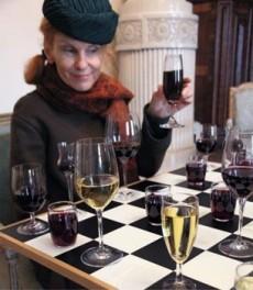 Weinverkostung in der verruckten Vinothek